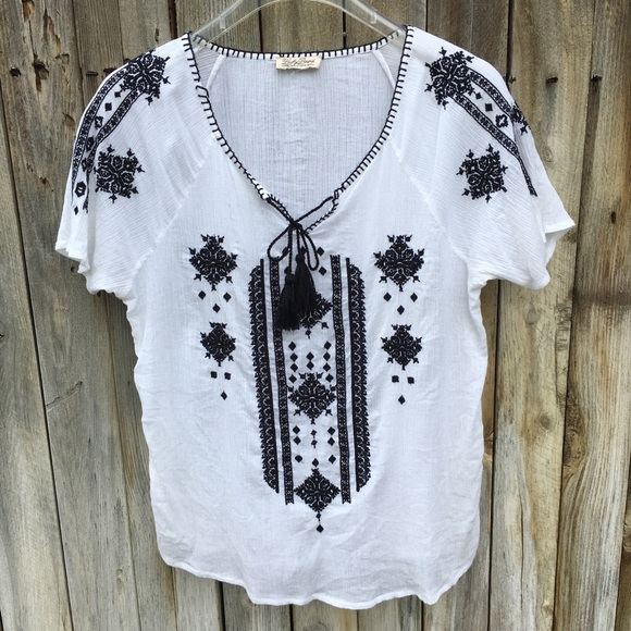 4859d4c2a05ec9 Lucky Brand Tops - Lucky Brand Embroidered Peasant Blouse M